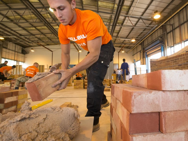Firm donates thousands of bricks to Leicester College to help find best trainee bricklayer in the UK