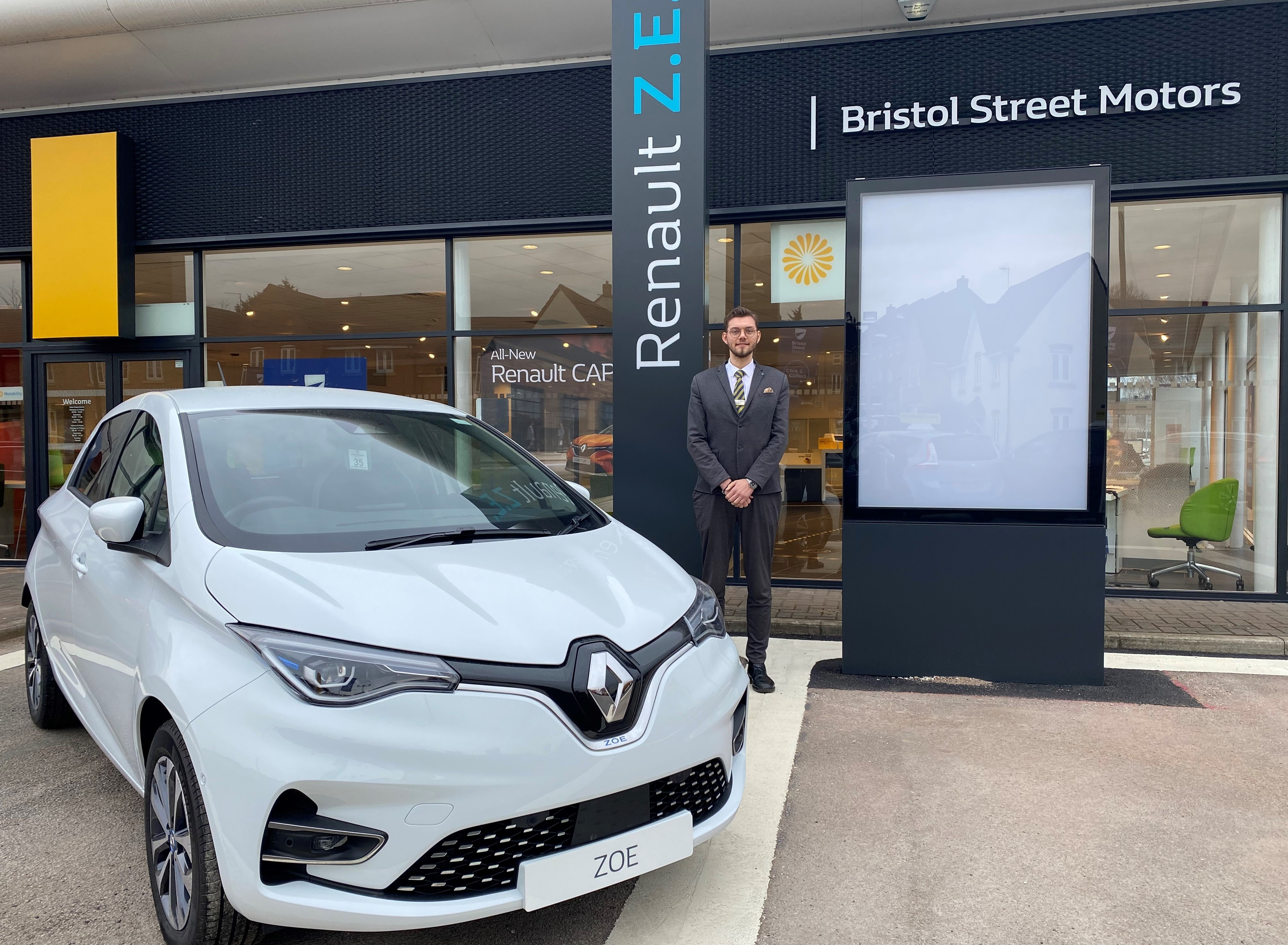 Bristol Street Motors Renault & Dacia Nottingham has demonstrated its knowledge and expertise in the electric vehicle market to gain Electric Vehicle Approved Status (EVA).