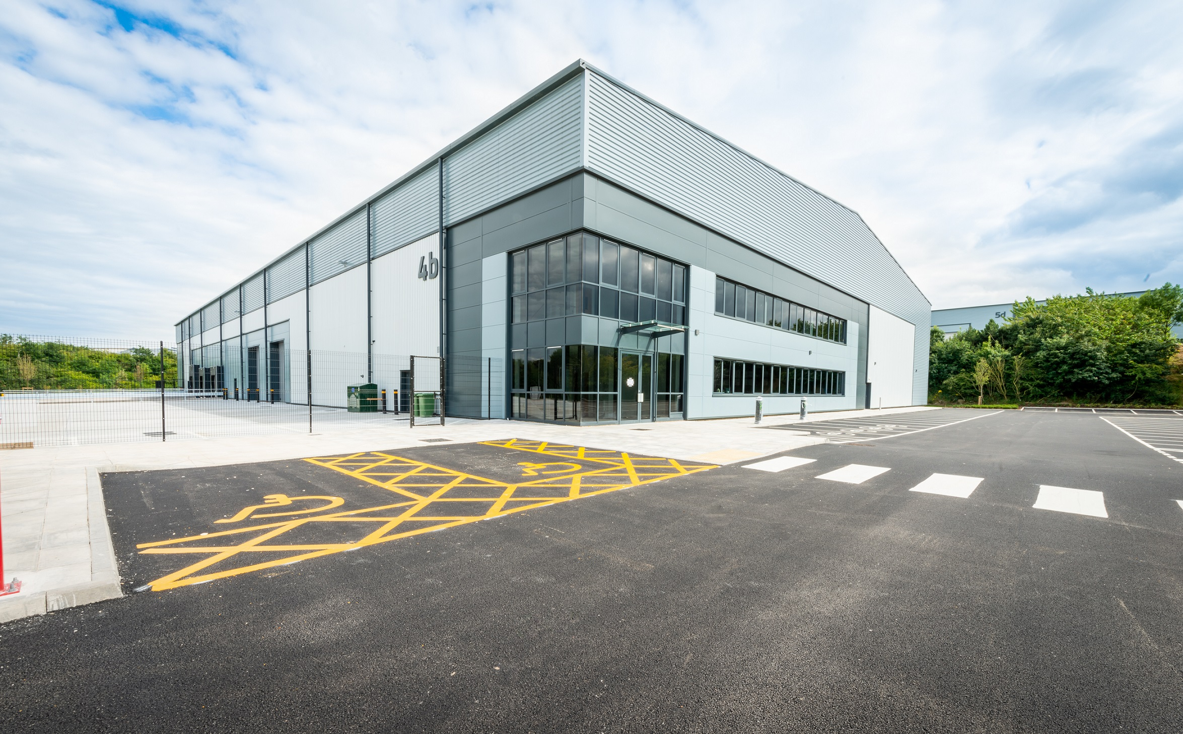 Regional contractor G F Tomlinson completes units at South Yorkshire business park