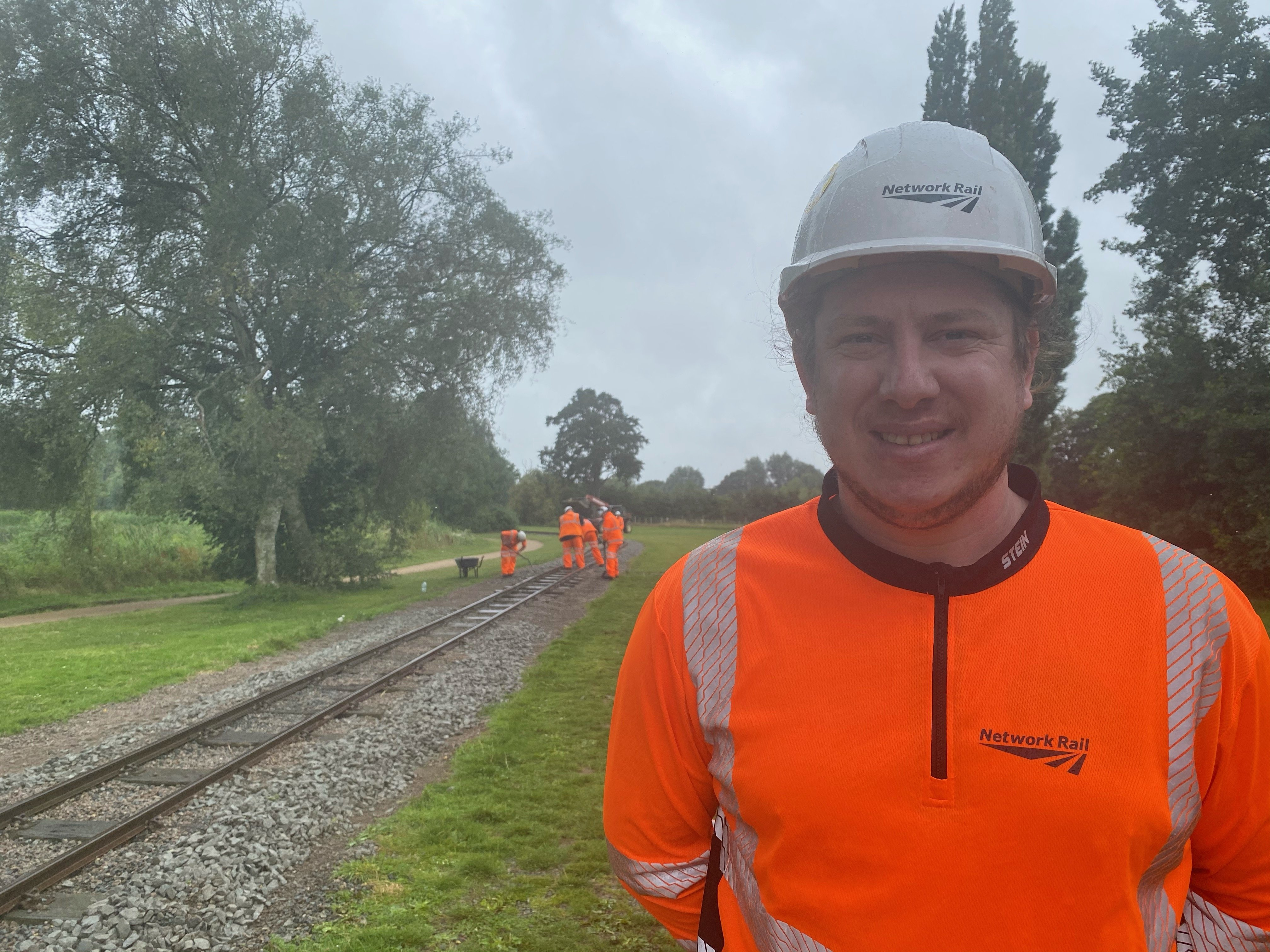 NETWORK RAIL VOLUNTEERS STEP IN TO HELP GET WICKSTEED PARK TRAIN BACK ON TRACK