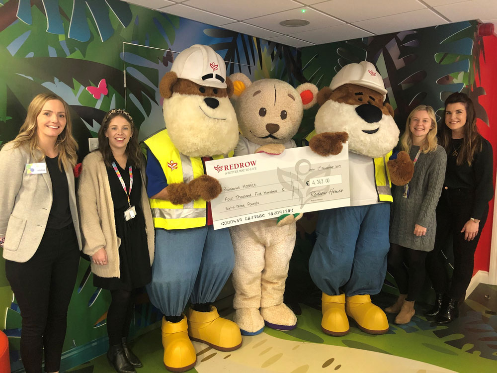 Bear-y special visitors donate £4,500 to local hospice