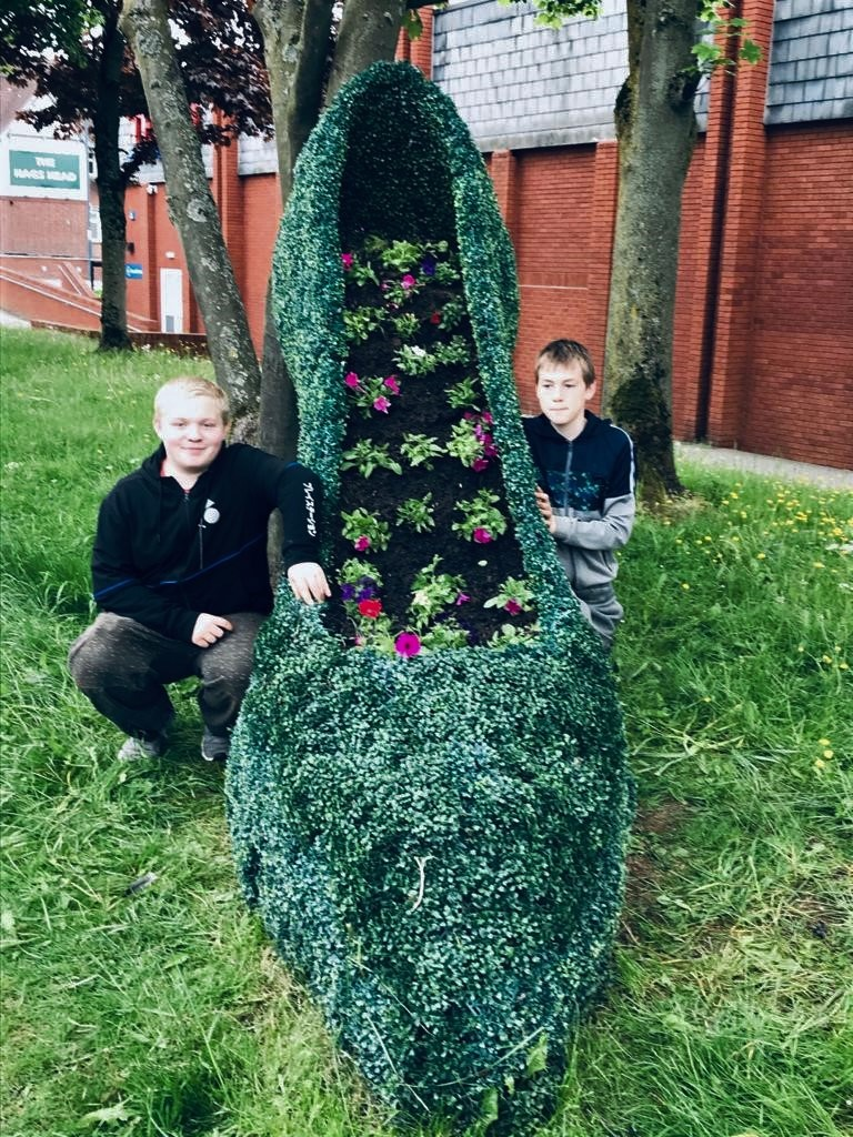Helpful pupils at Murray Park brighten up their community with flowers