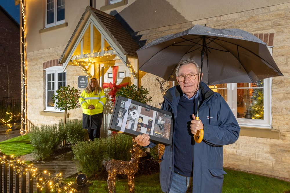 Housebuilder donates grand prize for village's best Christmas lights