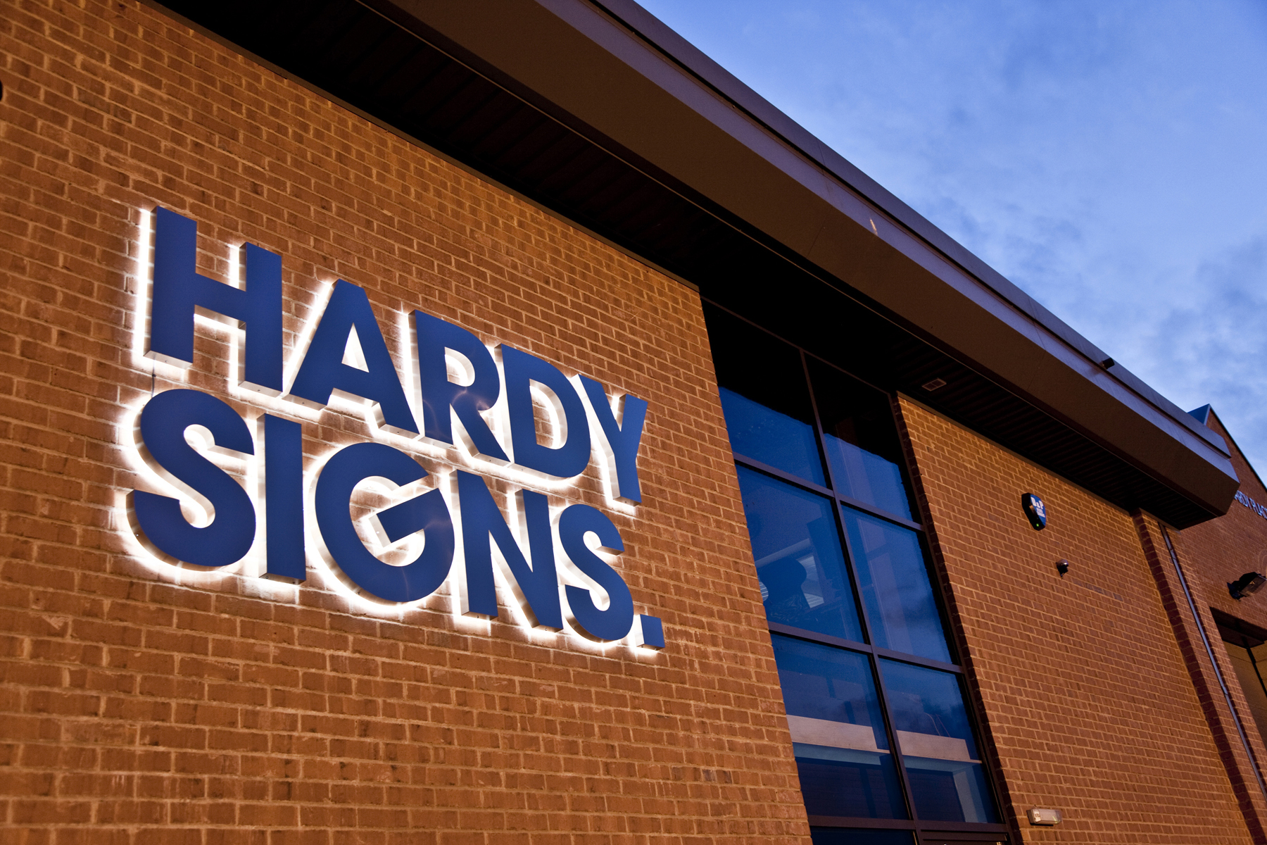 Hardy Signs 28th anniversary