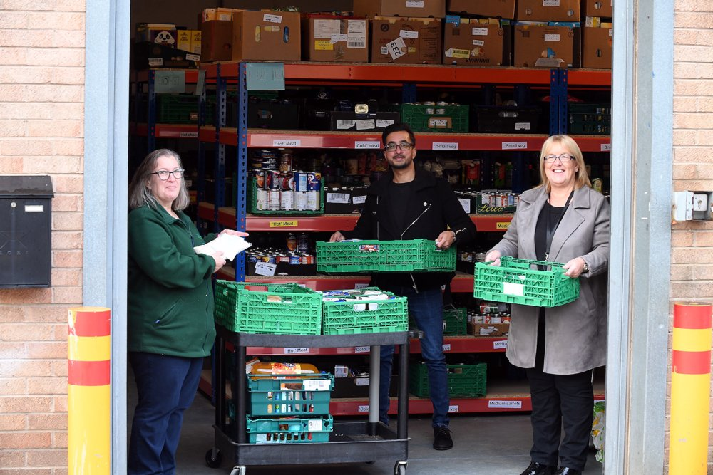 Leicestershire-based online flooring retailer donates to local foodbanks