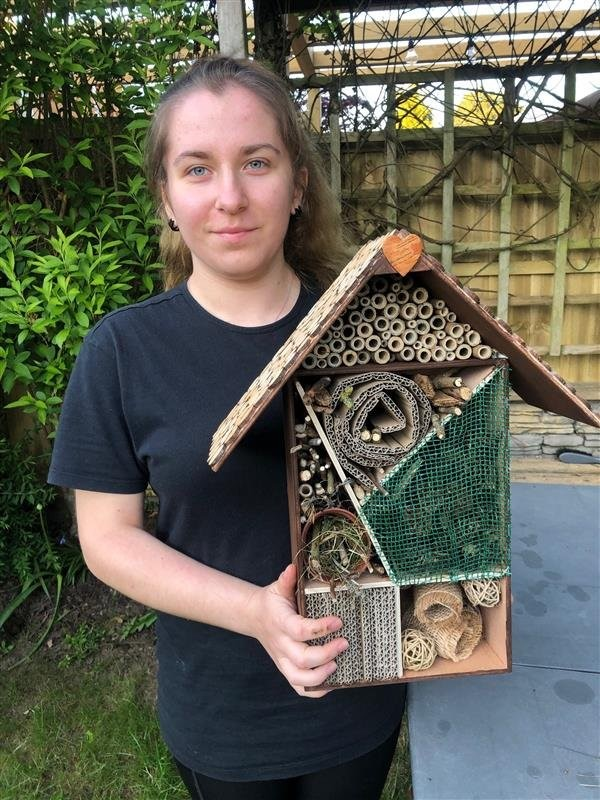 Rooms vacant at the insect hotel thanks to learners