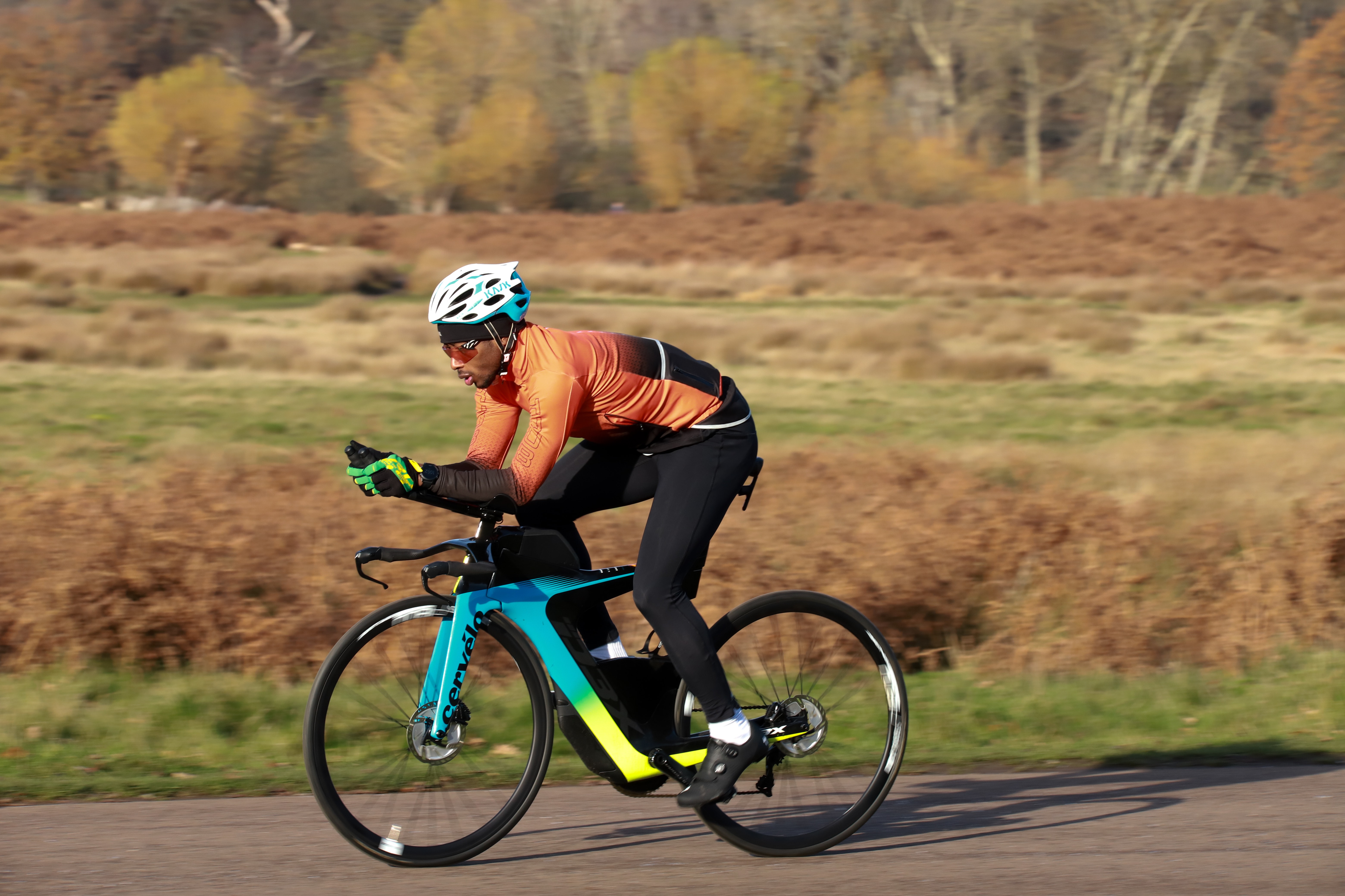 World-leading triathlon and cycling brand, HUUB, signs autistic triathlete, Sam Holness, to support his journey to become a professional triathlete.